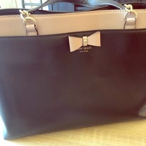 Kate Spade 3 compartment purse with a bow detail